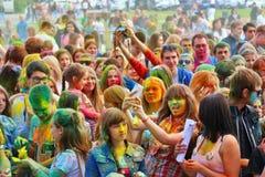 Фестиваль цветов Holi в Туле, России Стоковые Изображения RF