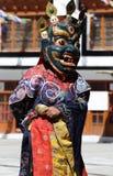 Фестиваль 2013 Ladakh, танцор маски с традиционным платьем Стоковые Фото