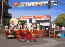 Фестиваль Tempe искусств: Центральное место с японским представлением барабанчика Стоковая Фотография RF