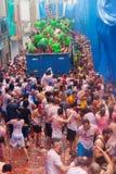 Фестиваль Tomatina Ла - сумасшествие томатов стоковые изображения rf