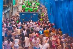 Фестиваль Tomatina Ла - сумасшествие томатов стоковое фото