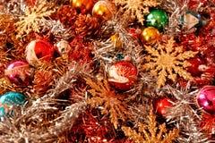 Фестоны покрашенные шарики и звезды сверкнают для рождества Стоковое Изображение RF