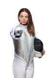 Фехтовальщик молодой женщины указывая шпага на вас Стоковая Фотография
