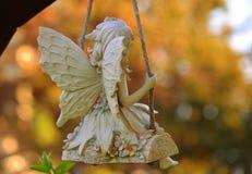 Фея на качании в цвете Стоковое Изображение RF