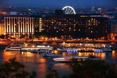 Фея ночи в Будапеште - Дунае и части своего левого берега увиденного от холма Gellert Стоковые Изображения