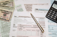 Федеральные налоги опиловки для возмещения - налоговой формы 1040 Стоковое Изображение