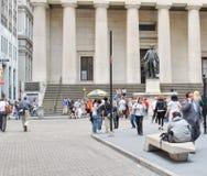 Федеральный Hall с статуей на фронте, Манхаттаном Вашингтона, Нью-Йорком Стоковое фото RF