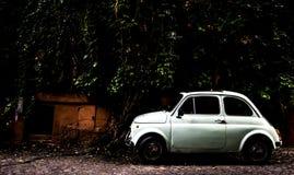 Фиат 500 в Trastevere Стоковые Изображения