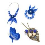 Фибула в форме бабочки, шариков и handmade браслета сделанного из войлока на белой предпосылке Стоковые Изображения
