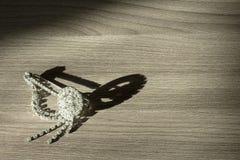 Фибула на таблице Стоковые Изображения