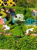 Фигурная стрижка кустов мыши Минни - цветок Epcot международный и фестиваль 2017 сада стоковые изображения rf