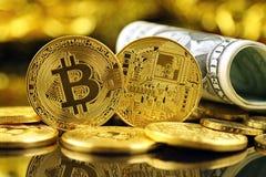 Физическая версия денег Bitcoin новых виртуальных и банкнот одного доллара Стоковые Фото