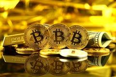 Физическая версия денег Bitcoin новых виртуальных и банкнот одного доллара Стоковое Изображение