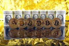 Физическая версия денег Bitcoin новых виртуальных и банкнот одного доллара Стоковое Изображение RF