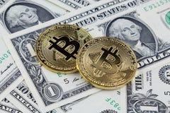 Физическая версия денег Bitcoin новых виртуальных на банкнотах одного доллара Стоковое Фото