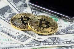 Физическая версия денег Bitcoin новых виртуальных на банкнотах одного доллара Стоковое Изображение