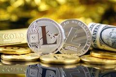 Физическая версия денег Litecoin новых виртуальных и банкнот одного доллара Стоковое Фото