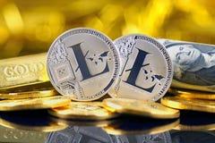 Физическая версия денег Litecoin новых виртуальных и банкнот одного доллара Стоковое Изображение RF