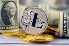 Физическая версия денег Litecoin новых виртуальных и банкнот одного доллара Стоковые Изображения