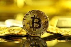 Физическая версия Bitcoin, новых виртуальных денег Стоковая Фотография