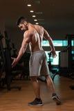 Физически человек показывая его вышколенную заднюю часть Стоковое фото RF