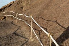 Фиксированный маршрут веревочки на горе стоковая фотография