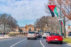 Филадельфия, Пенсильвания, США - декабрь 2018 - взгляд флагов мира вдоль бульвара Бен Франклин в городской Филадельфии стоковая фотография rf