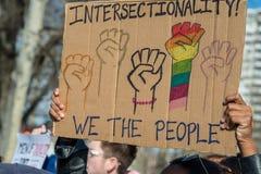 Филадельфия, Пенсильвания, США - 20-ое января 2018: Тысячи в Филадельфии соединяют в солидарности с ` s мартом женщин Стоковые Изображения RF