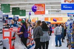 Филадельфия, Пенсильвания 23-ье ноября 2017: Черные покупки пятницы в магазине Стоковая Фотография