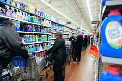 Филадельфия, Пенсильвания 23-ье ноября 2017: Черные покупки пятницы в магазине Стоковое Изображение RF