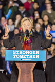 ФИЛАДЕЛЬФИЯ, PA - 22-ОЕ ОКТЯБРЯ 2016: Хиллари Клинтон и Tim Kaine агитируют для президента и вице-президента Соединенных Штатов стоковое фото