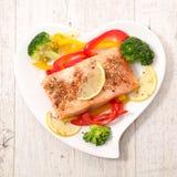 Филе и овощи семг стоковые изображения