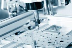 Филировальная машина работая на стальной детали Стоковое Изображение RF