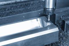 Филировальная машина CNC сверля отверстие стоковое фото rf