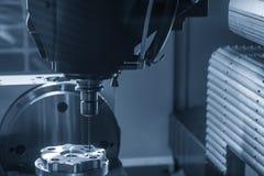 Филировальная машина CNC сверля часть прессформы стоковое изображение