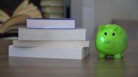 Финансирование коллежа, деньги для школы сток-видео