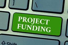 Финансирование проектов показа знака текста Схематическое фото оплачивая для начала вверх в заказе делает его большой и успешный стоковое фото