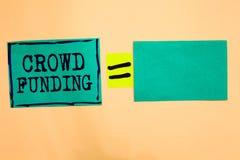Финансирование толпы текста почерка Бумага бирюзы пожертвований платформы обещания Kickstarter смысла концепции Fundraising Start стоковая фотография