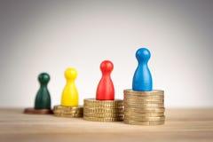 Финансовая концепция успеха с figurines игры Стоковые Фотографии RF