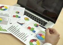 Финансовое исследование с диаграммами стоковое фото rf
