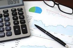 Финансовое планирование или концепция SEO - продажи или посетители отчет и анализ диаграмм Стоковое Изображение