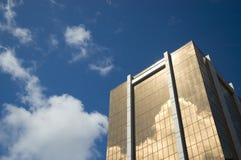 финансовохозяйственный золотистый символ успеха небоскреба Стоковые Фото