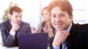 Финансовые менеджеры в рабочем месте стоковые изображения rf