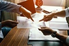 Финансовый, учитывающ, советовать с консультанта по капиталовложениям Стоковые Изображения RF