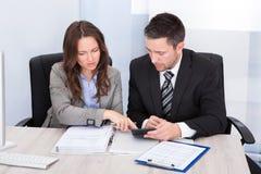 Финансы предпринимателей расчетливые Стоковое Изображение RF