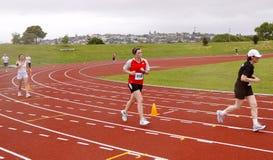 финишная черта бегунок марафона Стоковая Фотография