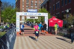 Финишная черта - голубое †«Roanoke марафона Риджа, Вирджиния, США Стоковое Изображение