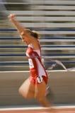 Финишная черта скрещивания женщины в гонке Стоковое Изображение