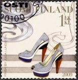 ФИНЛЯНДИЯ - 2009: выставки накренили ботинок, finsk Джулией Lundsten, финской модой Стоковые Изображения RF