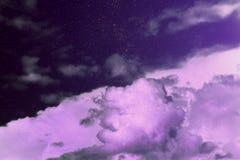 Фиолетовое волшебное небо сновидение чудеса Звёздные облака неба рай стоковая фотография